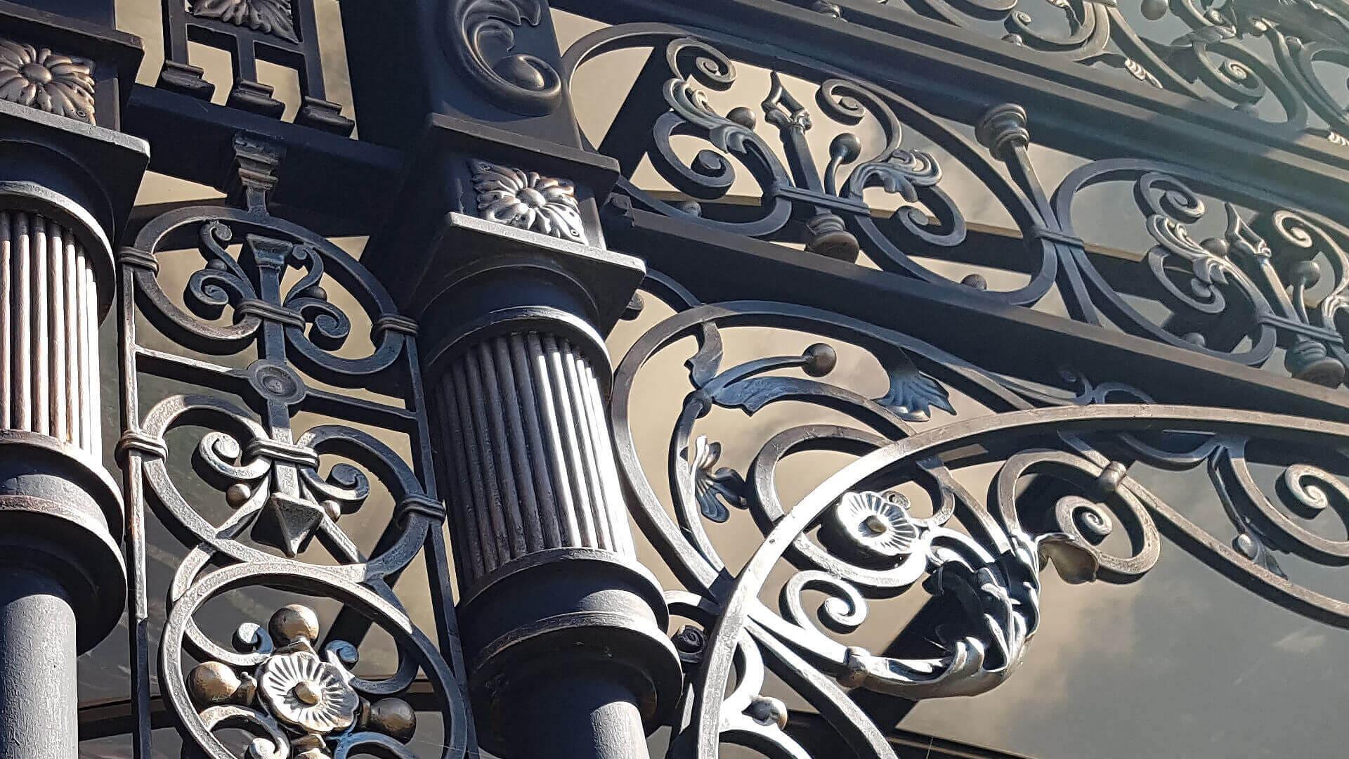 Художественная ковка Киев. Заказать кованые ворота лестницы, мастерская. Компания по производству кованых изделий в Киеве