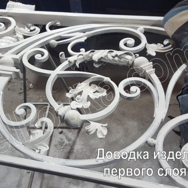 Окраска кованой лестницы