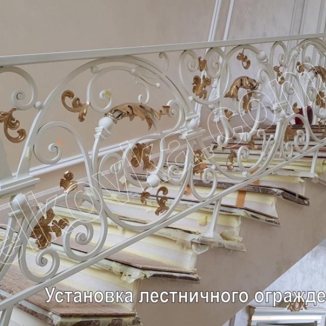 Установка кованой лестницы
