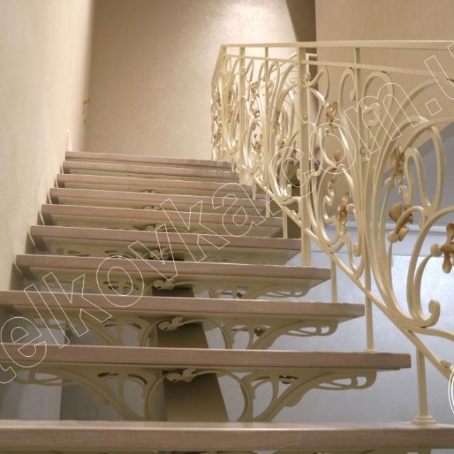 Подступенки кованой лестницы