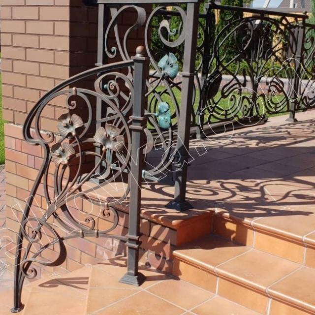 Кованая лестница террасы