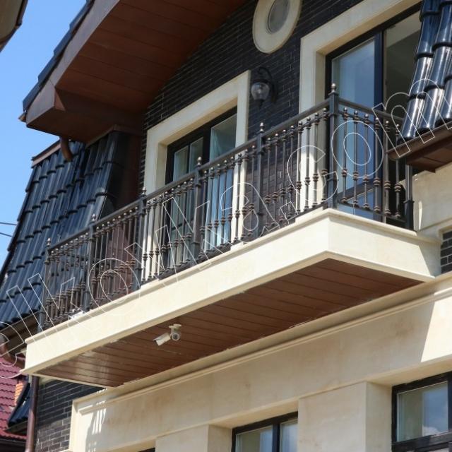 Балкон металлический с хорошей покраской
