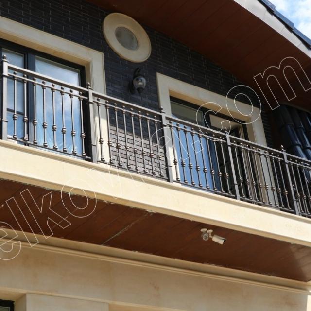 Балконное ограждение из балясин