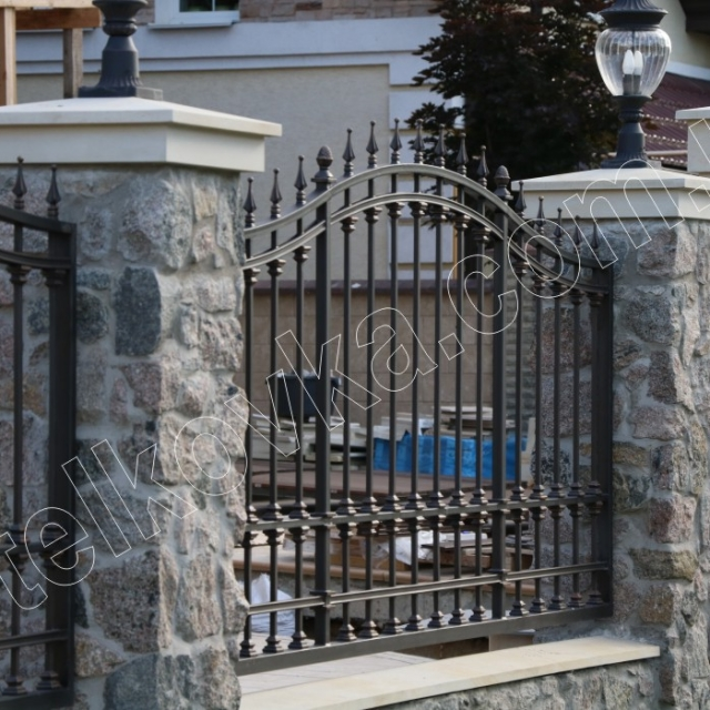 Прозрачный забор ковка