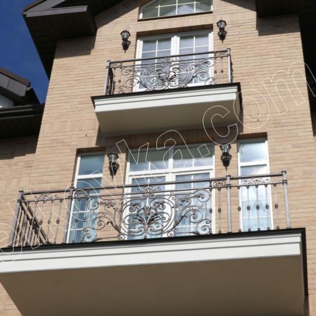 Балконы главного фасада