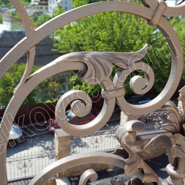 Кованый балкон фрагмент