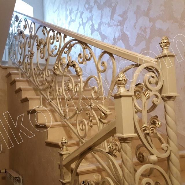 Классическая лестница в доме
