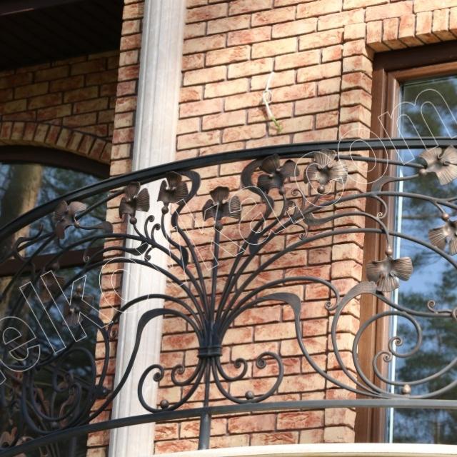 Круглый балкон прованс