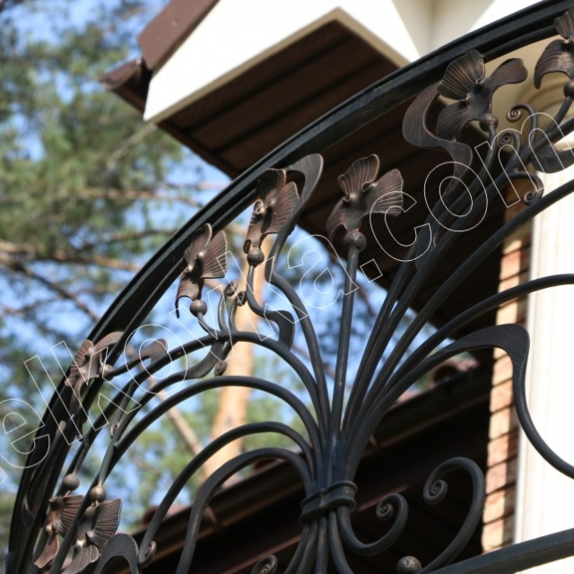Легкий кованый балкон