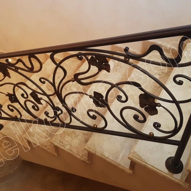 Легкая лестница в доме