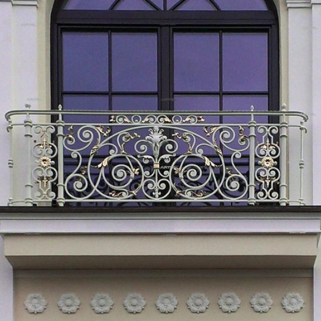 Кованый псевдо балкон