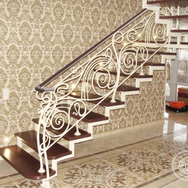 Кованая лестница прозрачная
