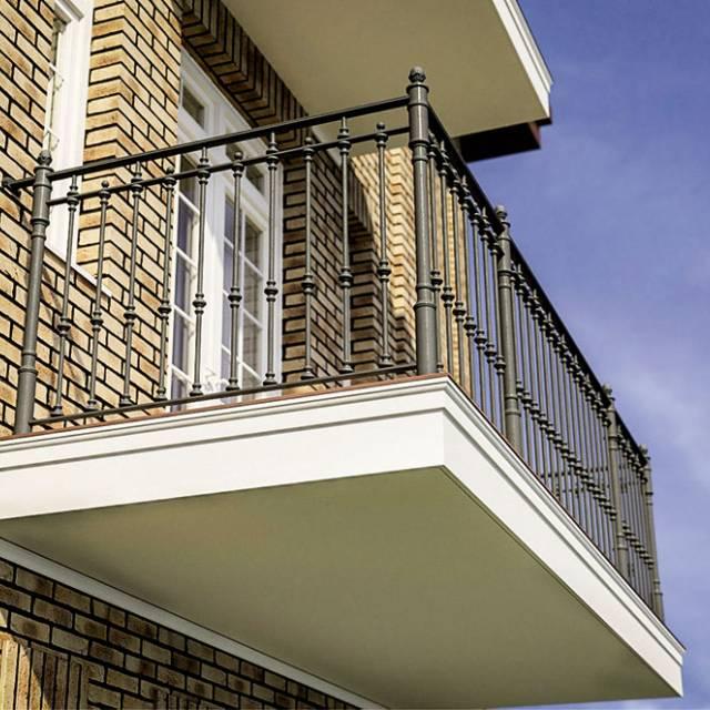 Балкон кованый современный