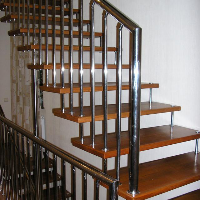 Лестница на больцах из нержавейки